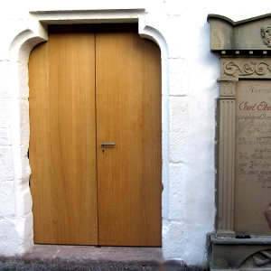 Eingang_Kirche_Neuenburg